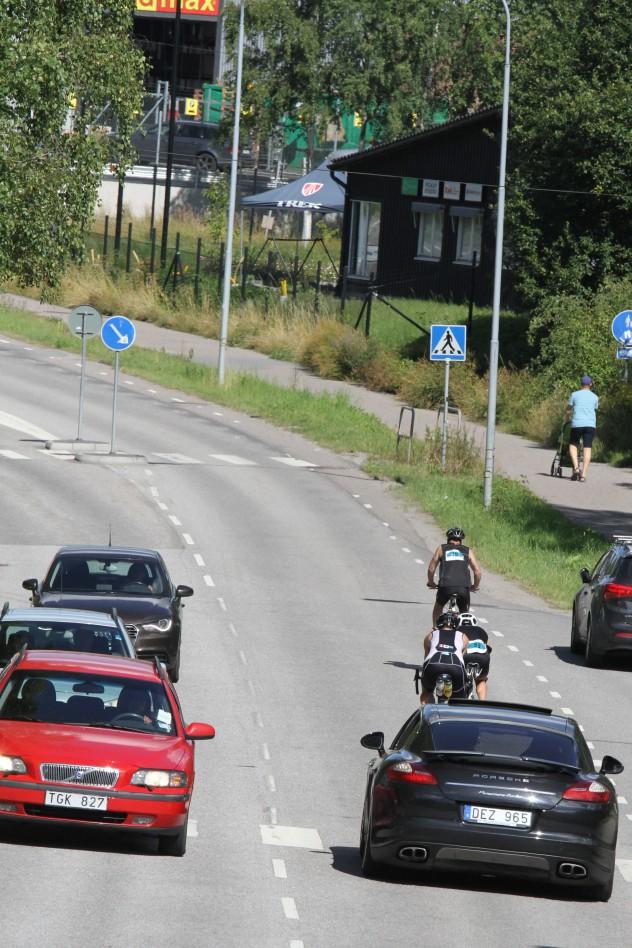 Bilarna fick vänta. Bästa cykeltid noterade Luca Mazzurana, 30:55 på 20 km, vilket är drygt 39 km/h i snitthastighet…