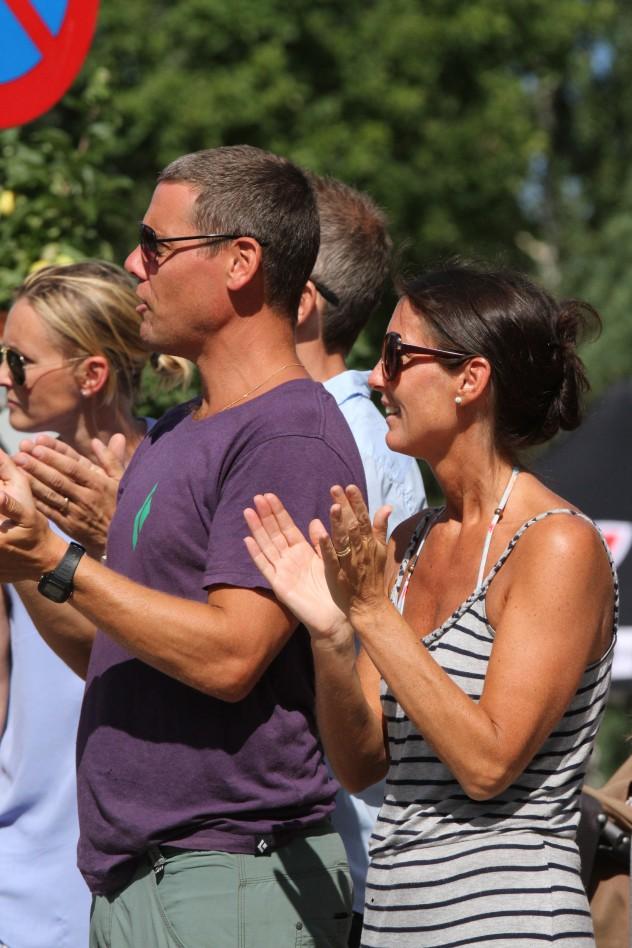 Sommar, sol & triathlon. Enormt publikstöd runt hela banan med magisk stämning kring mål- och växlingsområde!