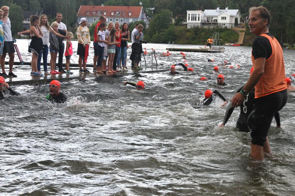 På väg in till och ut från simvarvning