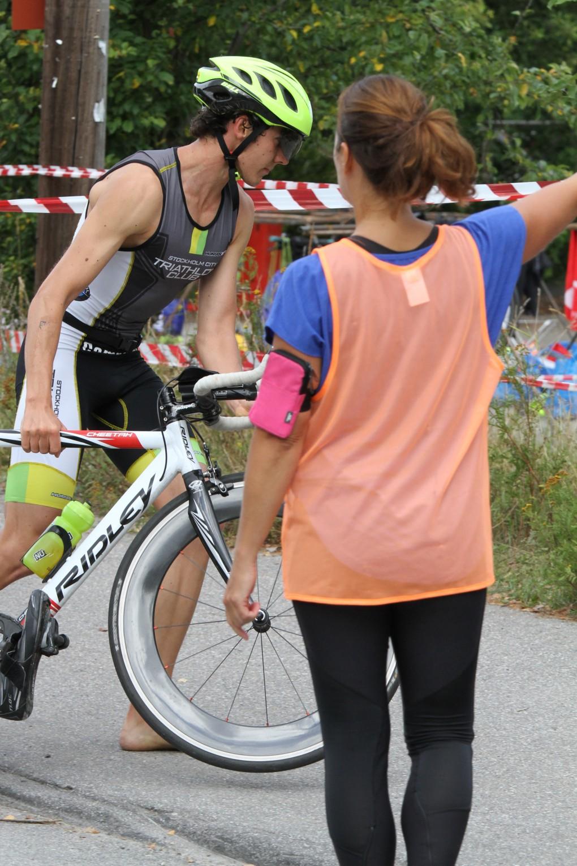 Happ, happ! Kliv av cykeln före kanten, bra där!