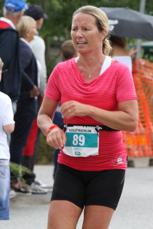 Annika sprang runt på under 33 minuter.
