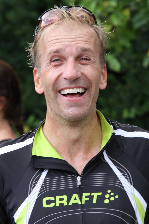 Mathias, ung, snygg och lovande triathlondebutant, klarade dagens mål, att spöa Johan. Men det var tight....