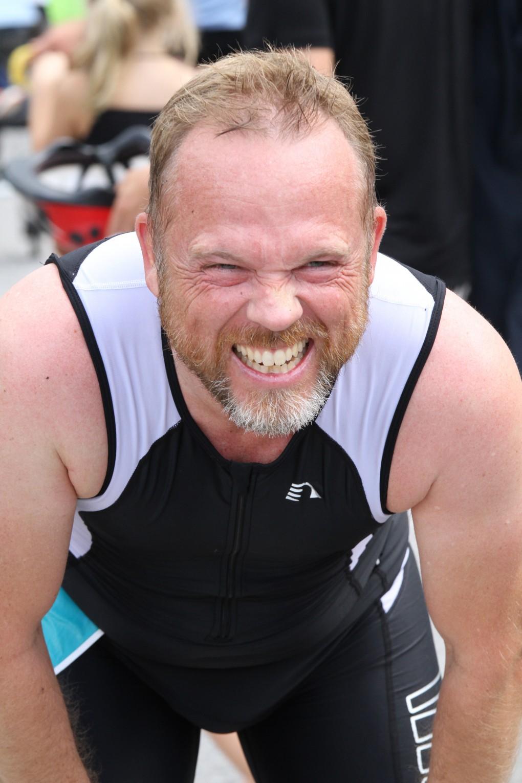 Ahh! Det ska göra ont att köra triathlon men det är det värt!